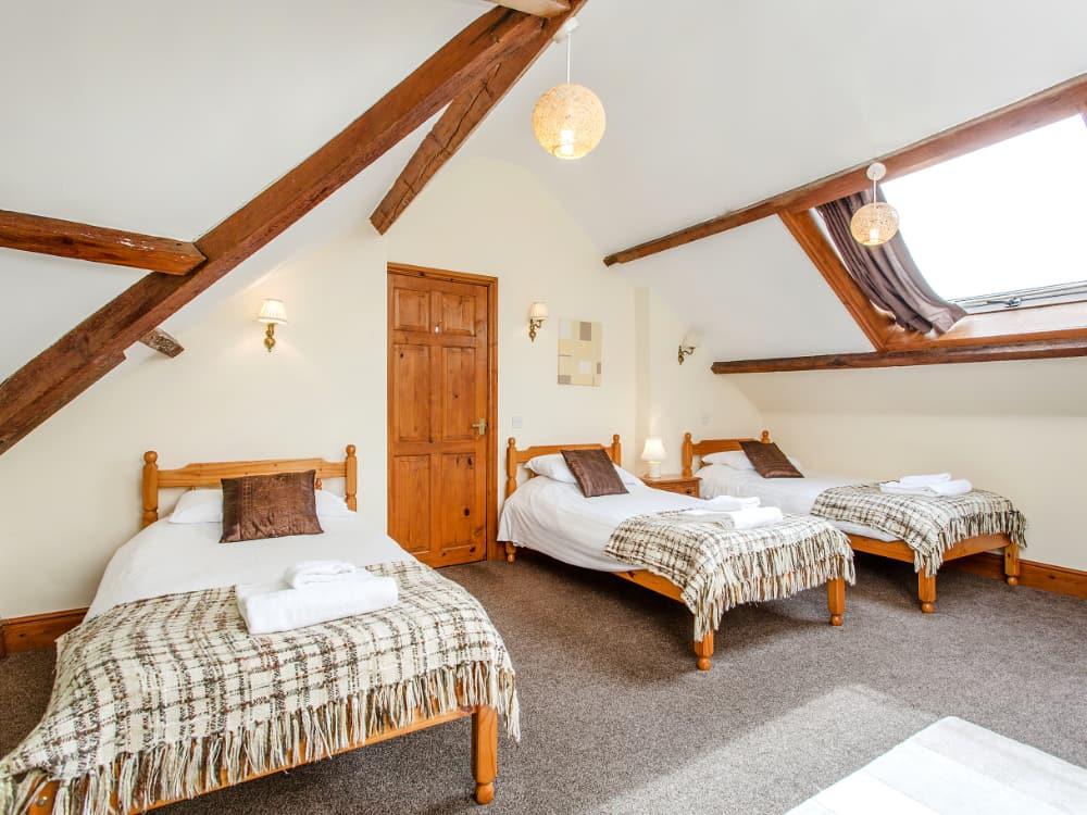 Martingale Bedroom Triple 2