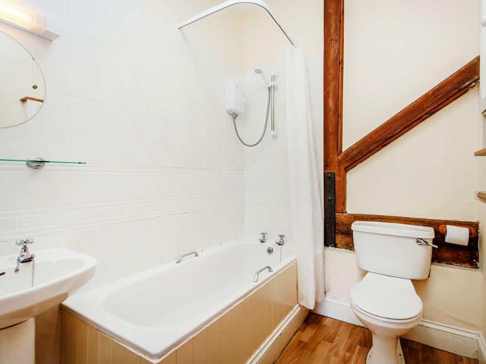 Pelham Slide Bathroom 2