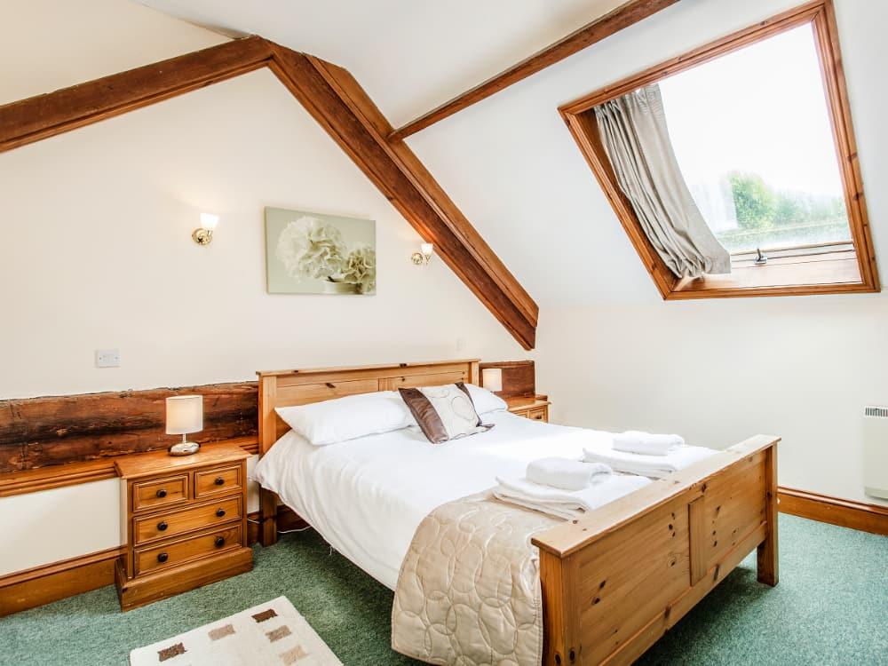 Pelham Slide Bedroom 4